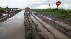 Intransitables. Los días de lluvia los caminos rurales terminan anegados y además dañados en su traza.