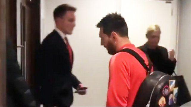 Messi fue increpado en el aeropuerto por la caída de Barcelona