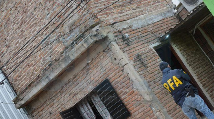 Allanan una vivienda del barrio Rocamora en el marco de una causa por venta de drogas