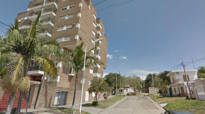 Cámara de seguridad registró un violento robo en avenida Laurencena