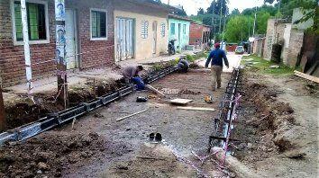 Trabajos de pavimentación y construcción de desagües pluviales en barrio Las Flores