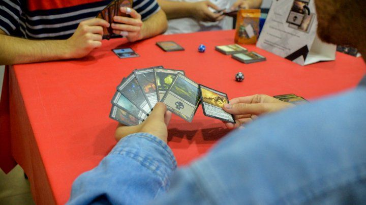 El juego de cartas Magic: The Gathering genera pasiones en Paraná