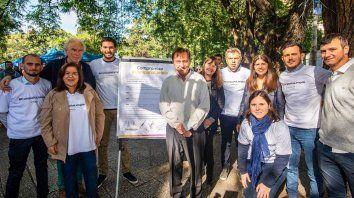 Compromiso. Varisco junto a su compañero de fórmula Carlos González, Gainza, los concejales y su hija Lucía.