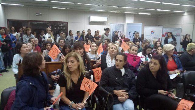 Compromiso. Gran cantidad de gente se concentró en el Concejo Deliberante.