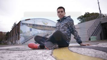 De local. Radicado en Rosario, el corredor de 26 años, pasó por el Parque Berduc de Paraná para mantenerse en ritmo.