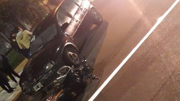 Motociclista perdió la vida tras impactar su moto contra un auto: circulaba en contramano