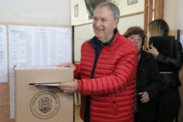 Cerraron los comicios en Córdoba: Schiaretti sería reelecto por amplio margen