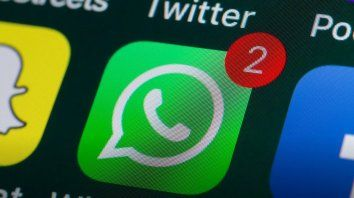 whatsapp informo una seria falla de seguridad y piden reinstalar la app