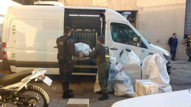 Scanner en el correo. La PSA y Gendarmería inspeccionaron 300 bultos y encomiendas.
