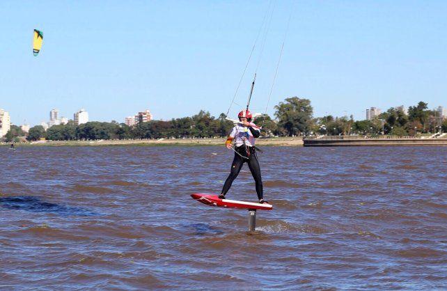 El tucumano Santi Cisneros pasó por Santa Fe, aprovechó el viento y voló