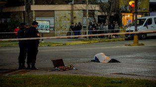 La policía trabajando en el lugar del accidente.