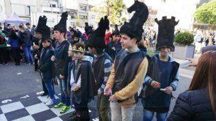 Ajedrez viviente en el día de los Centros de Estudiantes
