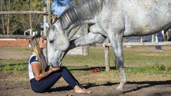 el sorprendente vinculo que tiene ana orbes con los caballos