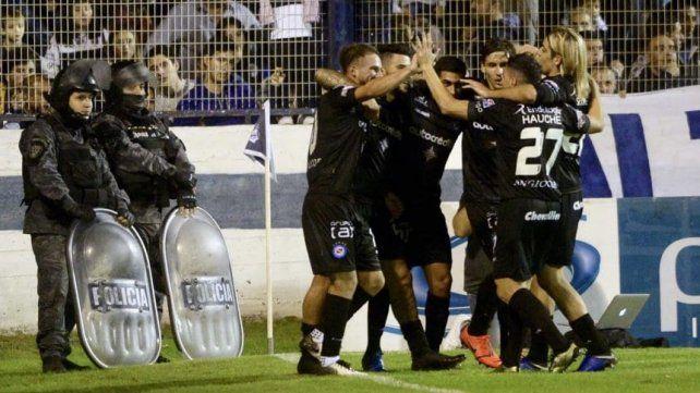 El festejo de los jugadores en La Plata.