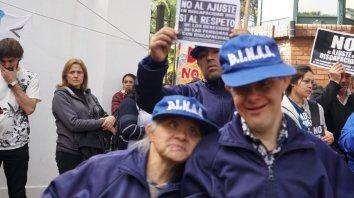Sector vulnerable. Organizaciones que atienden a personas con discapacidad marcharon para hacer pública la difícil situación que atraviesan.