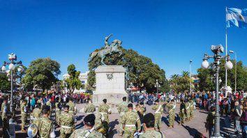 con un acto en la plaza 1º de mayo se conmemora este sabado el dia de la escarapela