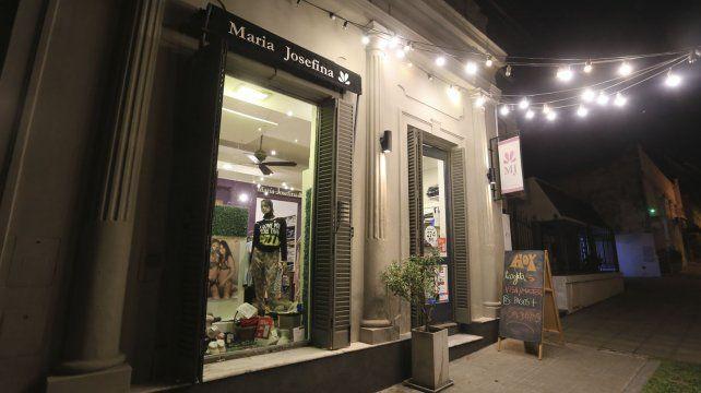 El local sigue la estética de los emprendimientos que le dan vida al barrio.