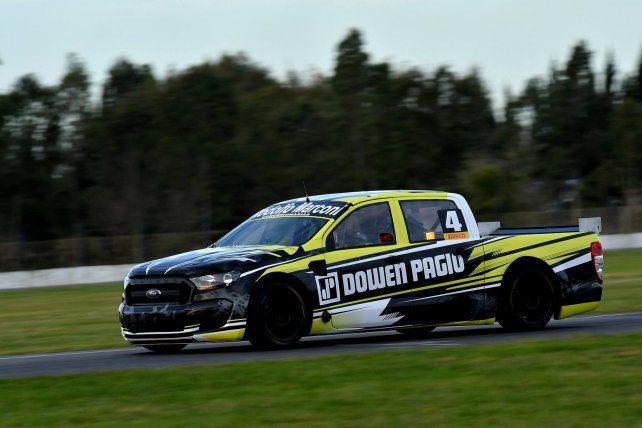 Giró. El entrerriano puso en pista una flamante Ford Ranger que se terminó de alistar ayer en el mismo Autódromo Roberto Mouras.