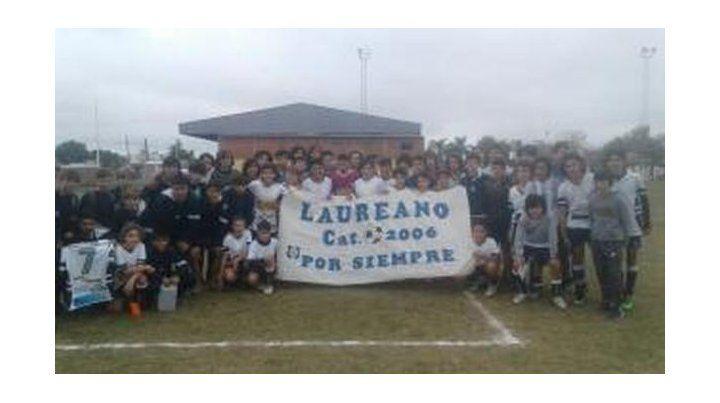 Con una bandera y la camiseta 7 en alto recordaron a Laureano Escuri