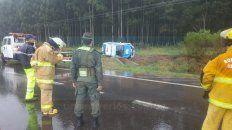 por el mal estado de la autovia, un movil policial volco