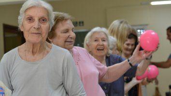 Cómo pueden, las personas mayores, prevenir las caídas