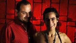 Anfitrión. El dúo Tardeagua, integrado por Sebastián Narváez, en guitarra, y Melisa Budini, en voz.