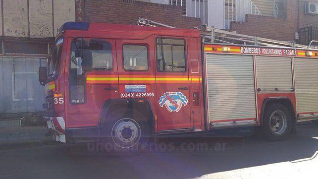 Bomberos rescataron a una mujer atrapada en un ascensor durante un incendio