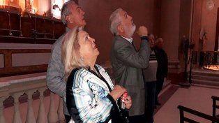 Elisa Carrio, junto a Atilio Benedetti y José Artusi, en la Basílica de la Inmaculada.