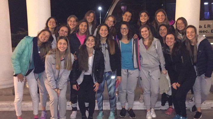 Felices. Las chicas del Albinegro mostraron su alegría luego de arrancar ganando en San Nicolás.