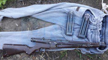 en un allanamiento encontraron una peligrosa arma de guerra capaz de disparar 150 tiros consecutivos