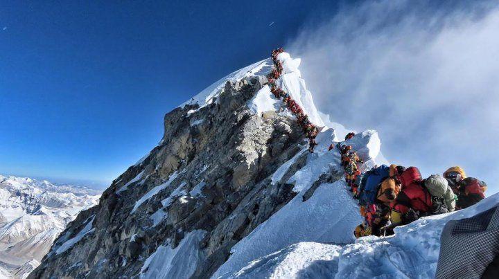 Mas de 200 alpinistas hicieron cumbre en un sola solo día.