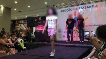 escandalo en brasil por un desfile de ninos huerfanos para adoptar