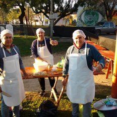 Los ganadores del concurso de locro 2018 fueron José Luis Martínez, Sergio Alcaraz y Carlos Petravalo, miembros de la Peña Chajarí junto a Boca.