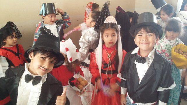 Entusiasmo. En la escuela Bavio los alumnos se lucieron en sus representaciones.