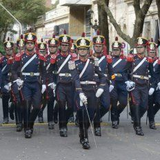 Imágenes y momentos del tradicional desfile militar por el 25 de Mayo en Paraná