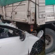 Accidente fatal en la 131: Un joven incrustó su automóvil bajo un camión y falleció