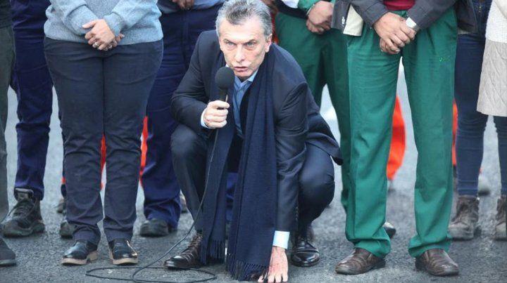 De campaña. El presidente dijo que el pavimento se ve y se toca y no es relato.
