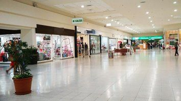 caen fuerte las ventas en supermercados, mayoristas y shoppings