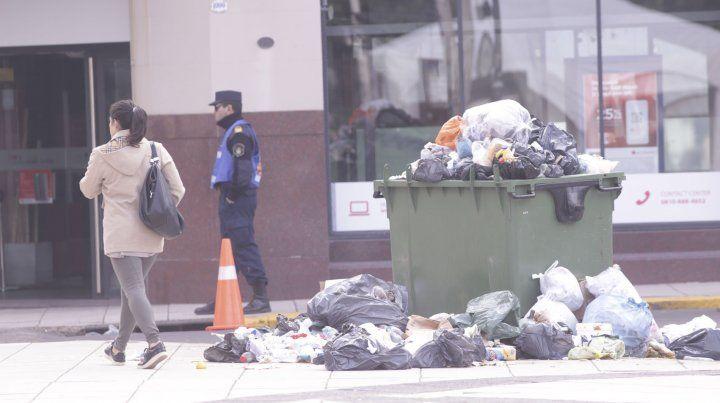Residuos y poca gente: el panorama que deja el paro en el centro de Paraná