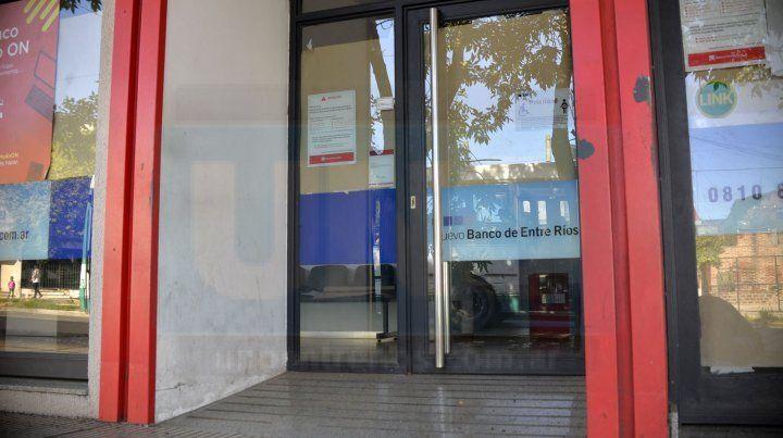 Por protesta de trabajadores restringirán la atención en el Banco Entre Ríos