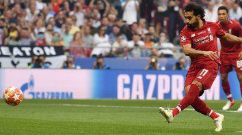 Mohamed Salah cambia el penal por gol.