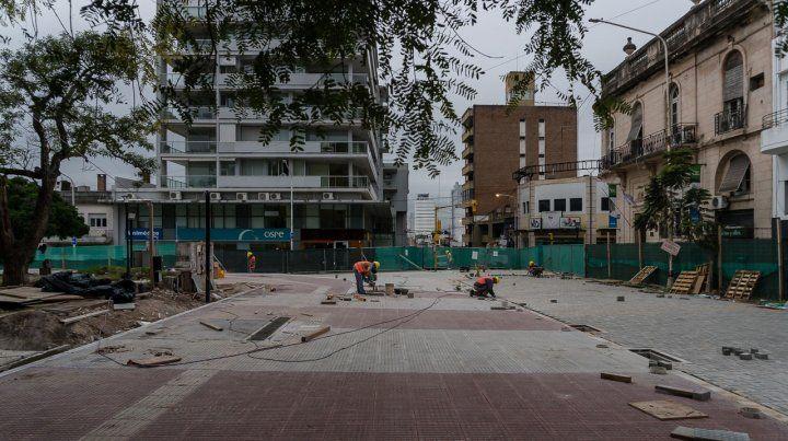 Avances. La obra abarca toda la Peatonal y plazas Alvear y 1° de Mayo.