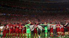 Los hinchas del equipo inglés interpretaron una canción del rosarino.