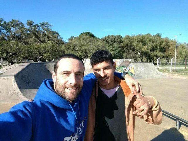 Agustín y Juan en el skatepark de Paraná.