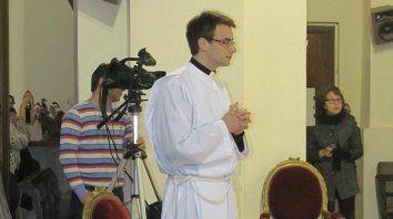 en tiempos de bajas vocaciones, un nuevo sacerdote en parana