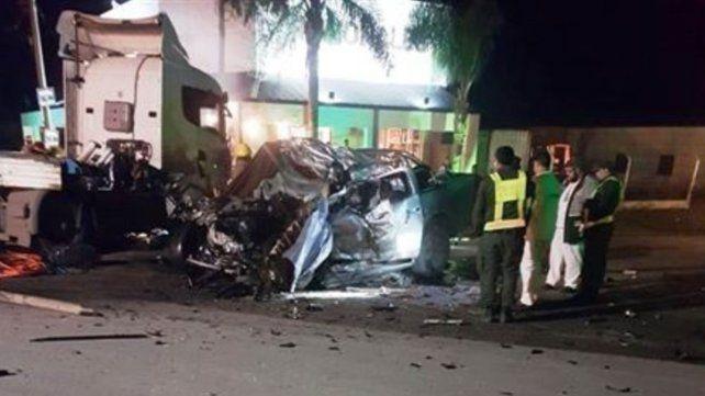 Seis muertos al chocar una camioneta y un camión en Sunchales