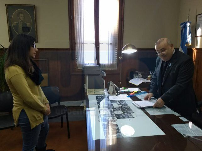 La Jura. La norteamerica accedió ante el juez a tomar el compromiso de ser ciudadana argentina. Foto: Javier Aragón