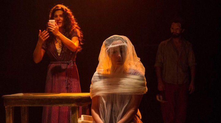 Medea va, un inmejorable espectáculo debut para el grupo La Rueda Teatro