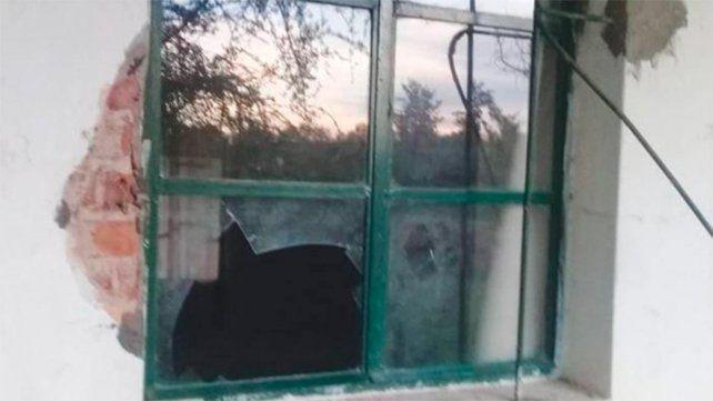 Robaron y causaron destrozos en escuela de Benito Legerén