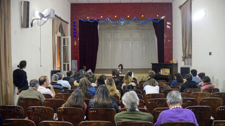 El segundo encuentro se realizó en el salón de actos de la escuela Sarmiento.